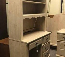 Desk-hutch