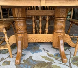 Amish-built Oak Dining Set / trestle legs